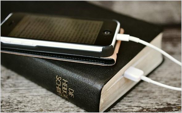 зарядка телефона через книгу