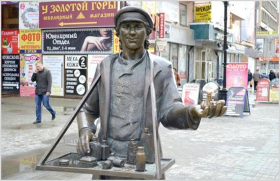 Памятник коробейнику