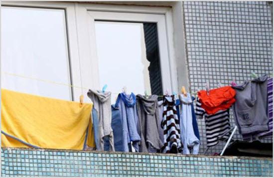 Одежда на балконе зимой